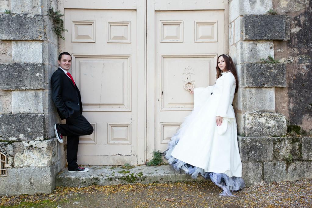 Nos photos de couple devant la Cathédrale de Chartres // Photo : Joëlle Dejanovski