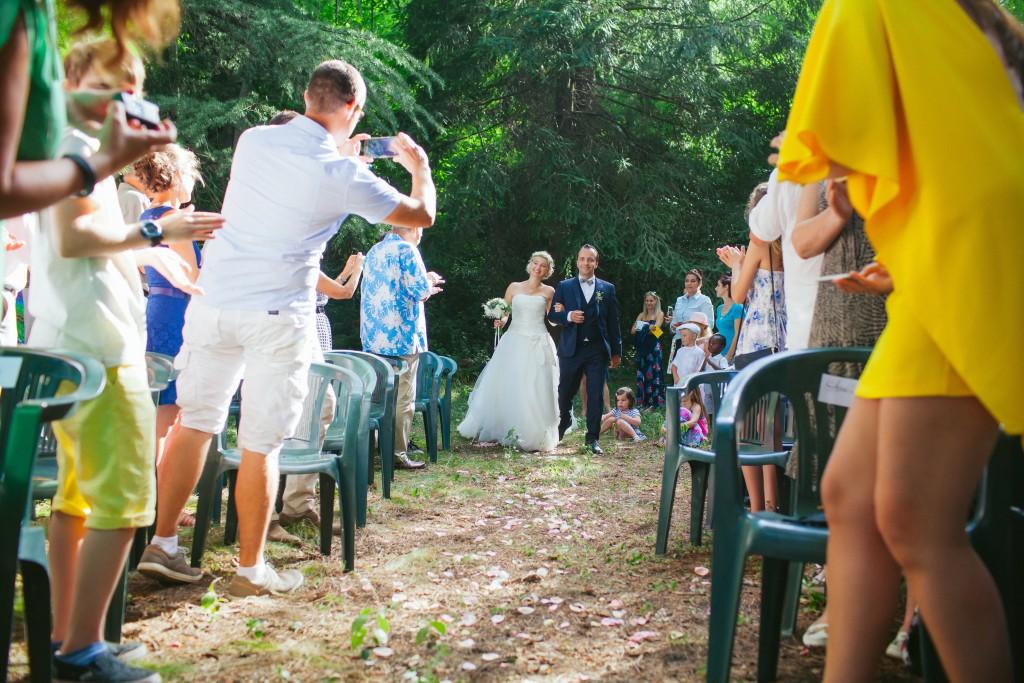 Le mariage rétro-champêtre, loin de chez eux, de Mme Vintage (8)