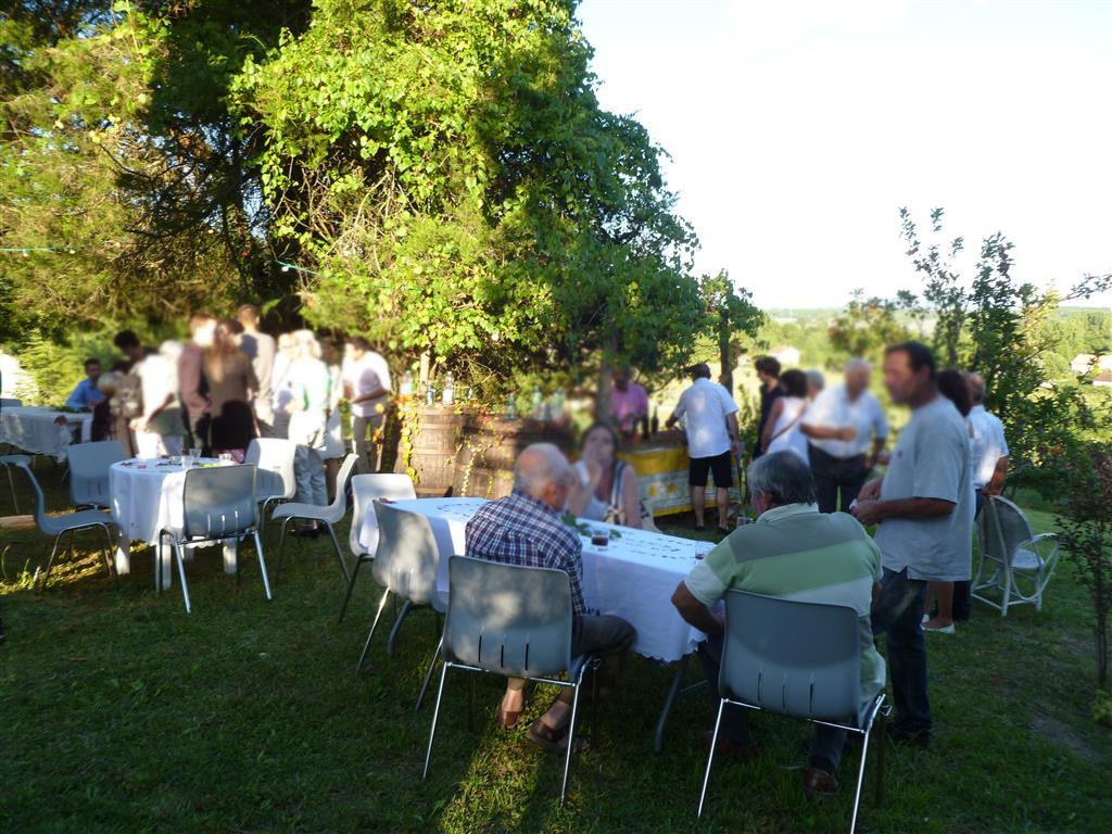 Une fête familiale pour célébrer le mariage avec ceux qui ne pourront pas être là le jour J !