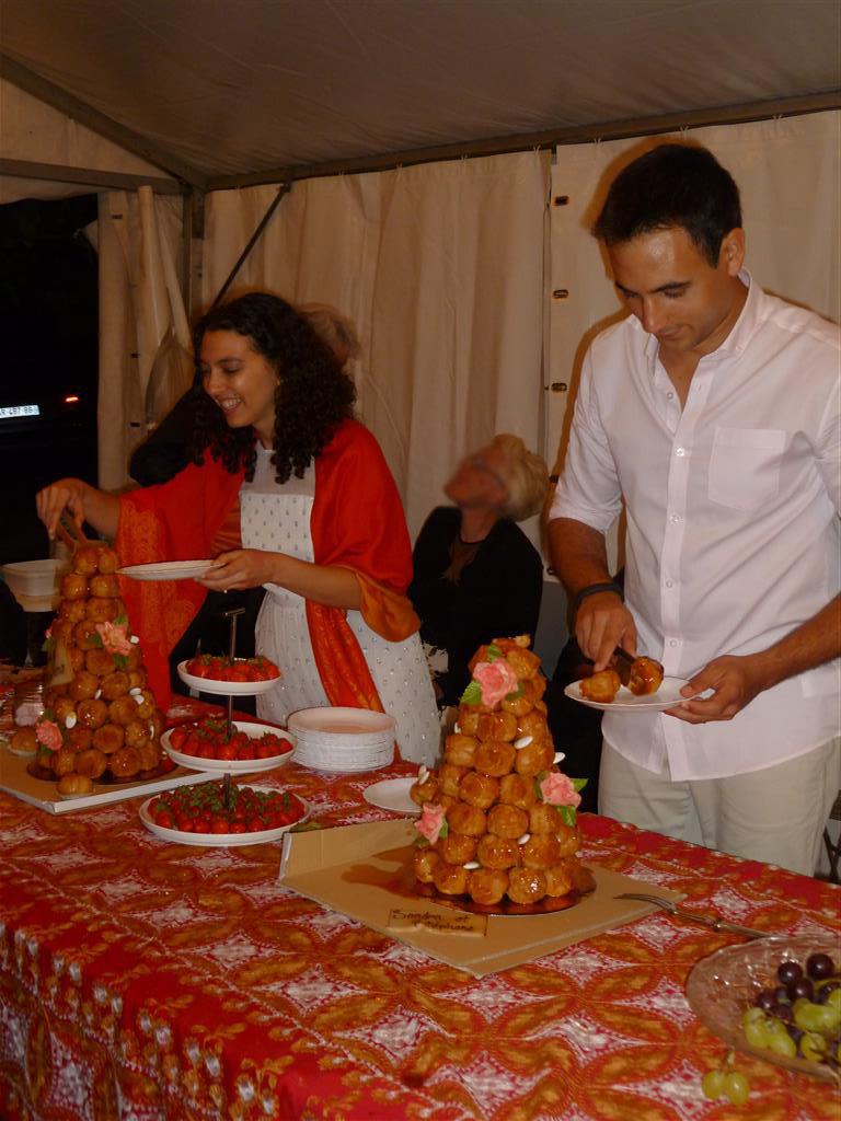 Une petite fête familiale pour célébrer le mariage : le jour J