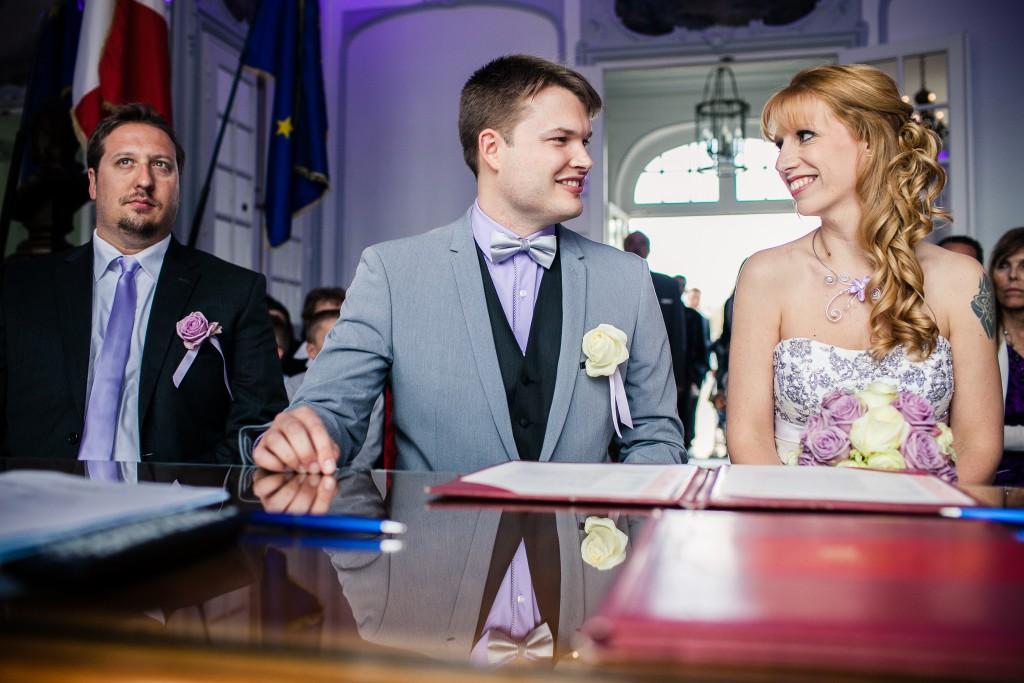 Mon mariage franco-américain en lilas et blanc : la cérémonie à la mairie // Photo : Sarah Dawson