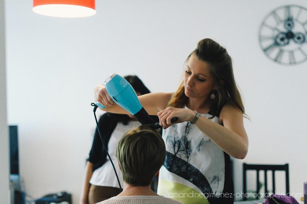 Début des préparatifs et mise en beauté de la mariée le jour J // Photo : Amandine Gimenez