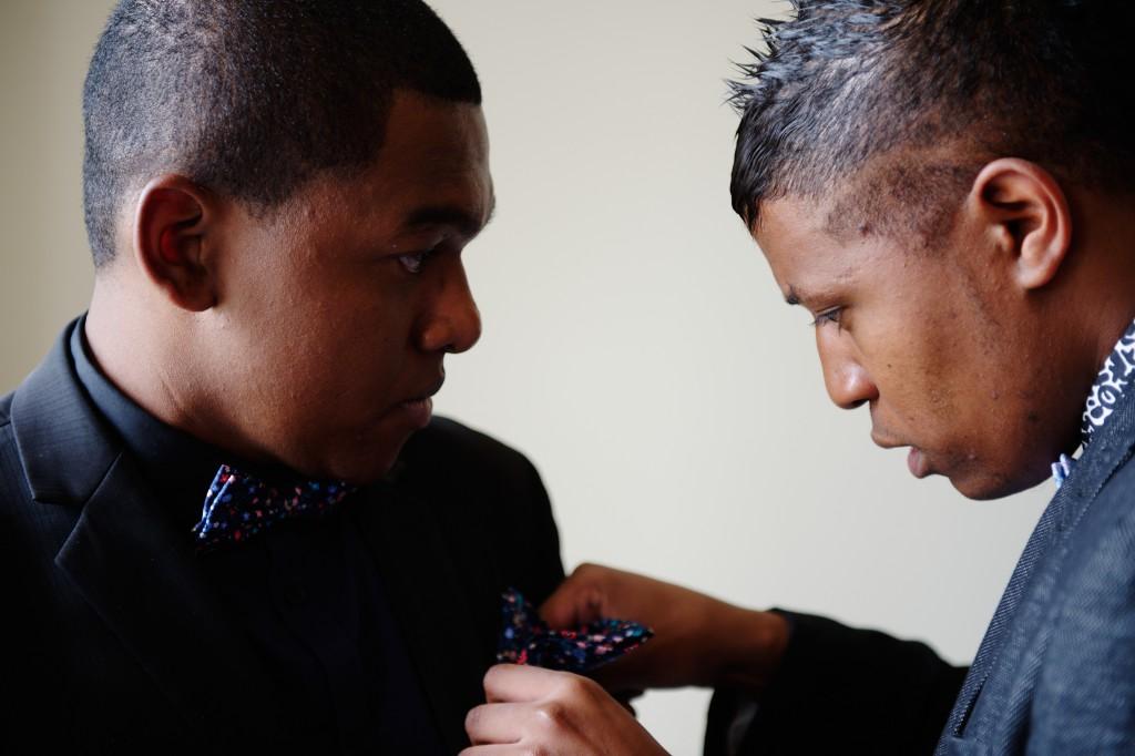 Préparatifs le jour J du côté des garçons ! // Photo : David Page Photography