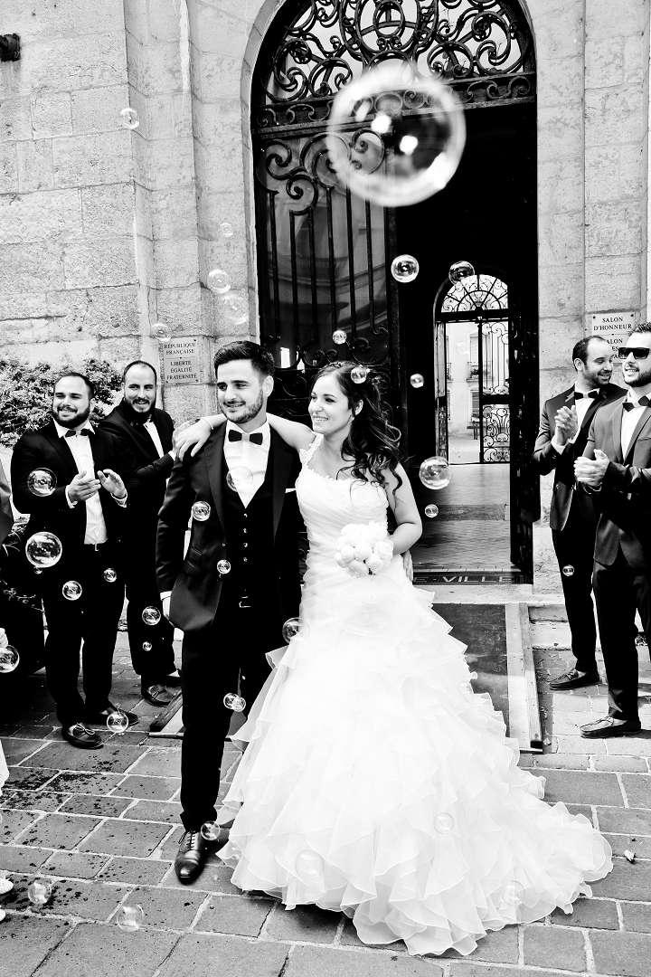 Le mariage d'Émilie avec une cérémonie laïque, beaucoup d'amis et des surprises en pagaille (18)