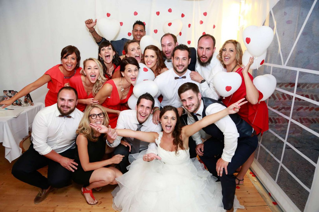 Le mariage d'Émilie avec une cérémonie laïque, beaucoup d'amis et des surprises en pagaille (32)