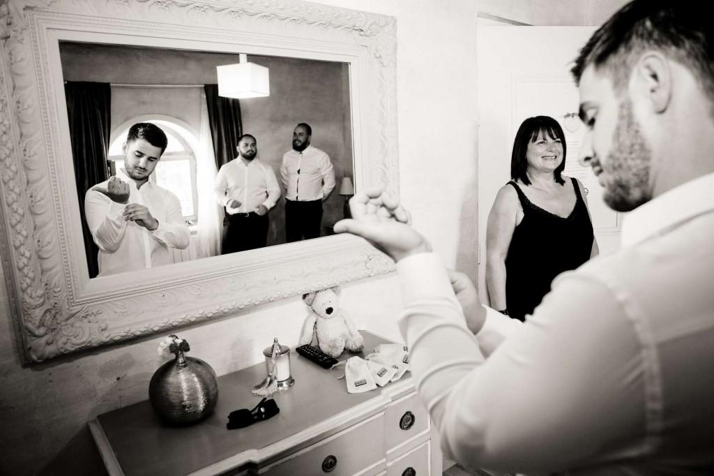 Le mariage d'Émilie avec une cérémonie laïque, beaucoup d'amis et des surprises en pagaille (4)