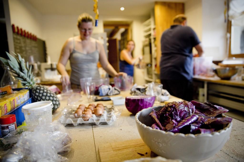 Derniers préparatifs culinaires avant le jour J ! // Photo : Pierre Grasset