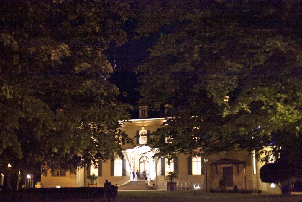 Domaine éclairé de nuit