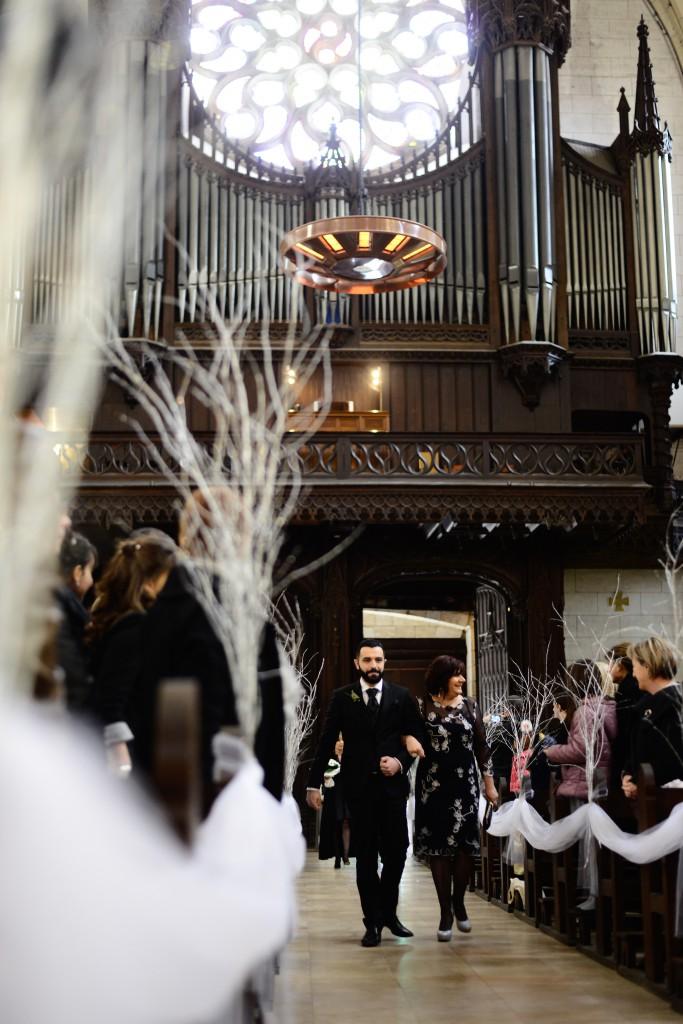 Déroulé de notre cérémonie religieuse : entrée dans l'église // Photo : Basile Crespin pour OccitanMultimédia