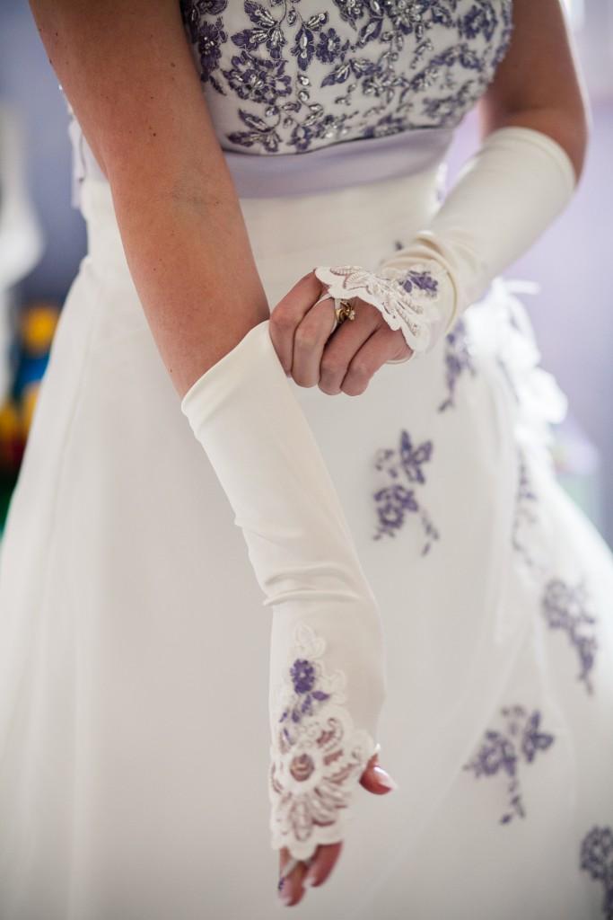 Préparatifs, mise en beauté et habillage de la mariée ! // Photo : Sarah Dawson