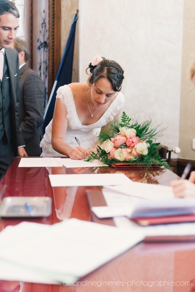 Déroulé de la cérémonie civile : signature des registres // Photo : Amandine Gimenez