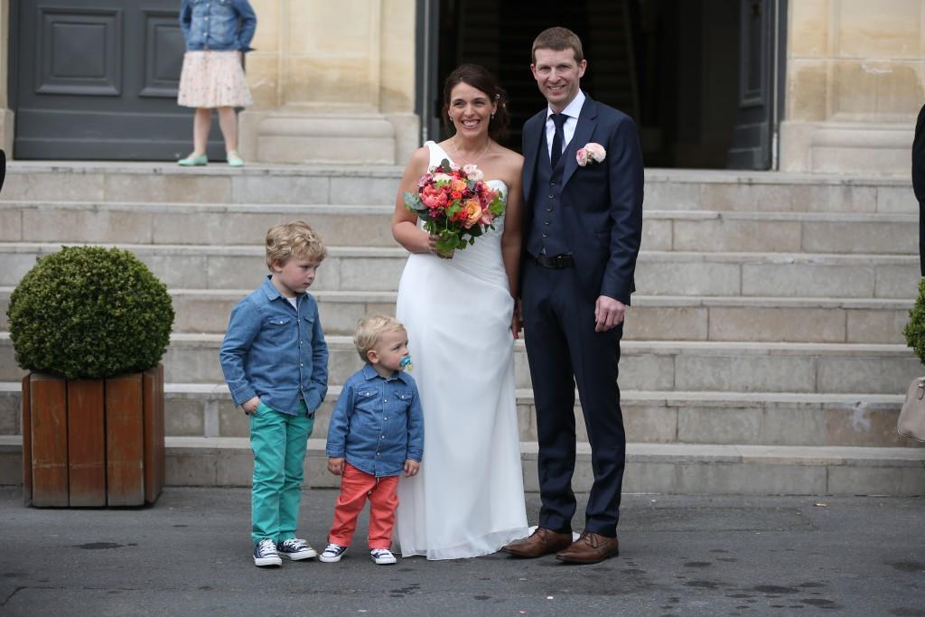 Photos devant la mairie avec mon Amoureux et nos invités