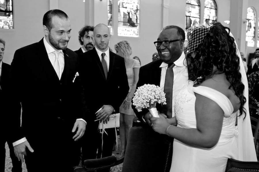 Déroulé de notre cérémonie religieuse : mon entrée dans l'église // Photo : Cynthia Cappe