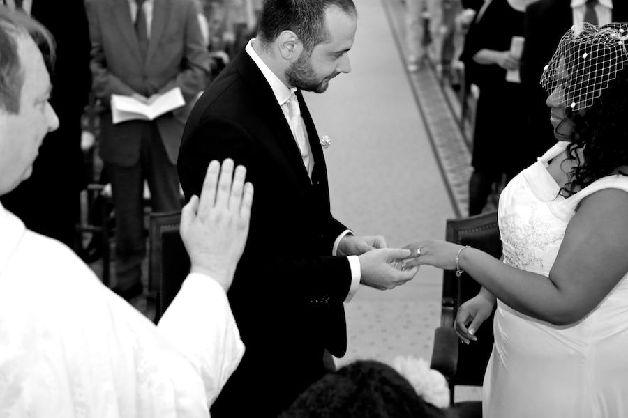 Déroulé de notre cérémonie religieuse : l'échange des alliances // Photo : Cynthia Cappe