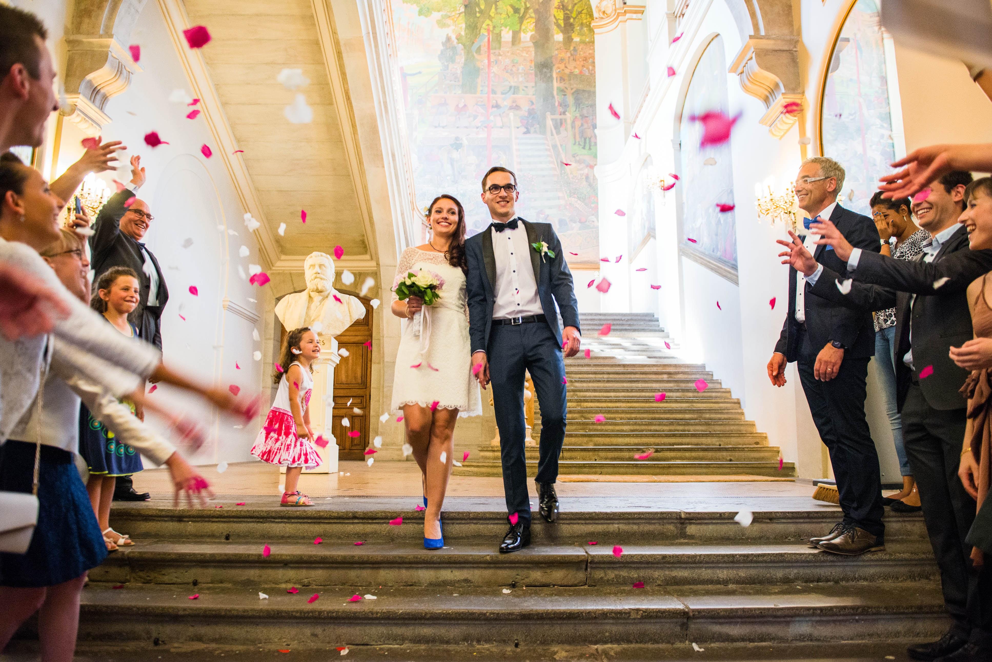 Le mariage de Charlène en bleu avec une touche de jaune et des paillettes