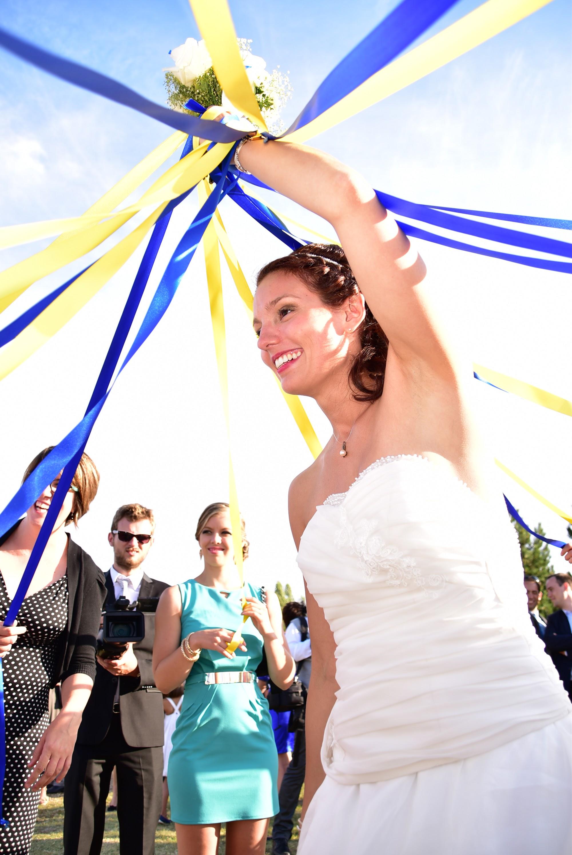 Le mariage de Charlène en bleu avec une touche de jaune et des paillettes (11)