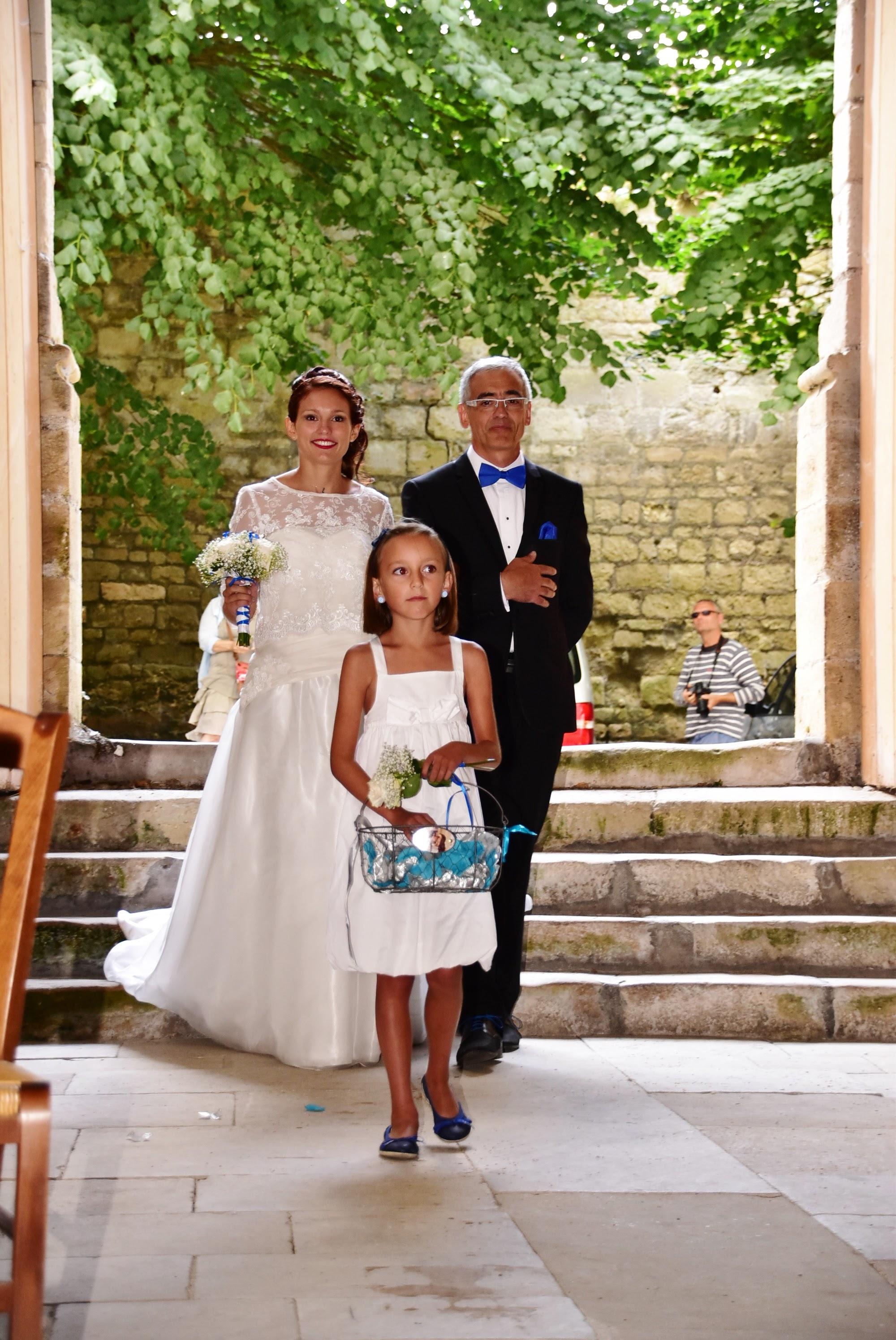 Le mariage de Charlène en bleu avec une touche de jaune et des paillettes (2)