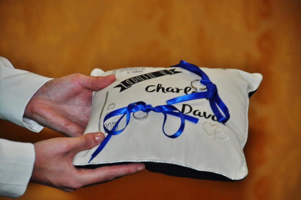 Le mariage de Charlène en bleu avec une touche de jaune et des paillettes (3)