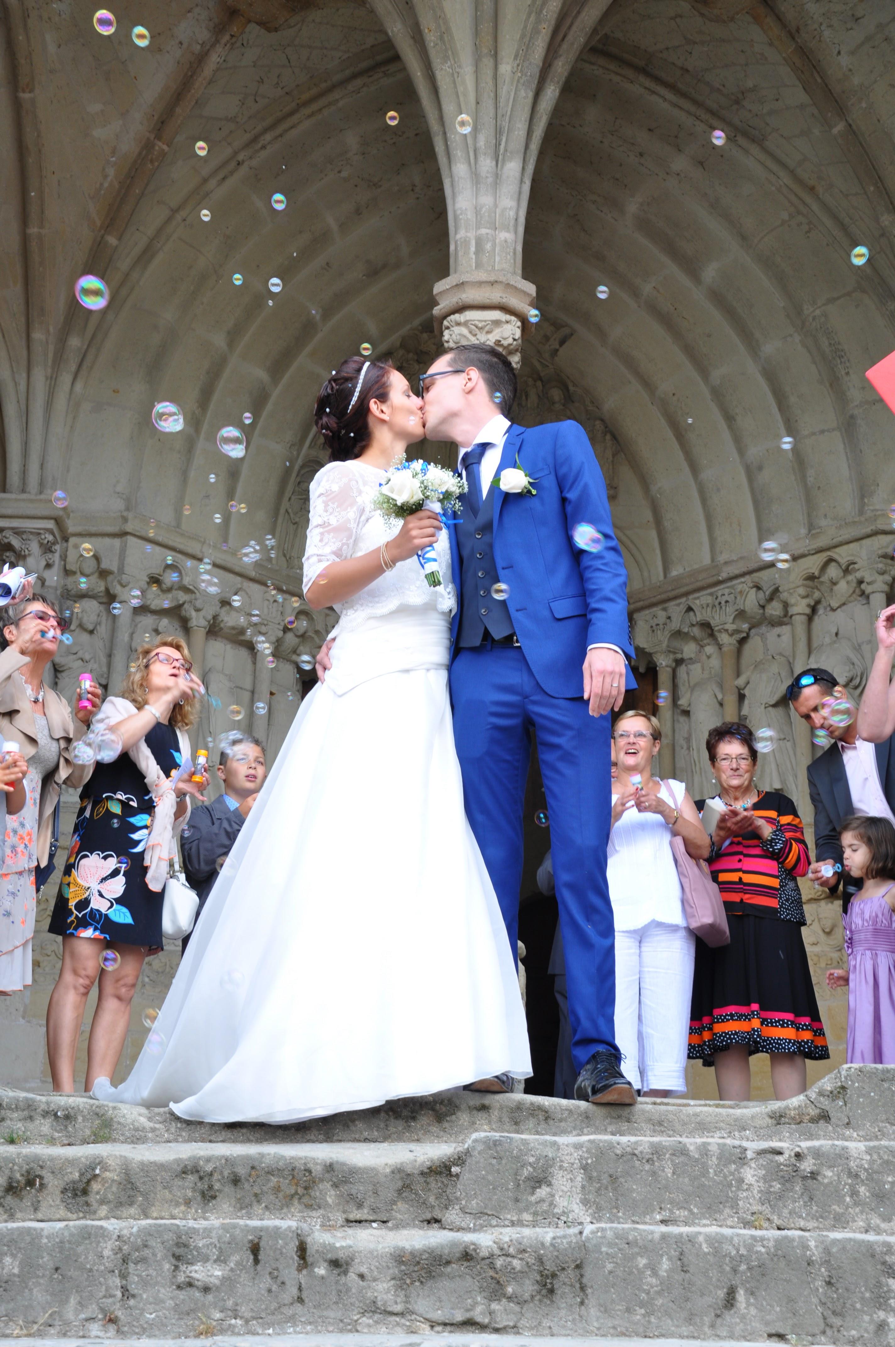Le mariage de Charlène en bleu avec une touche de jaune et des paillettes (4)