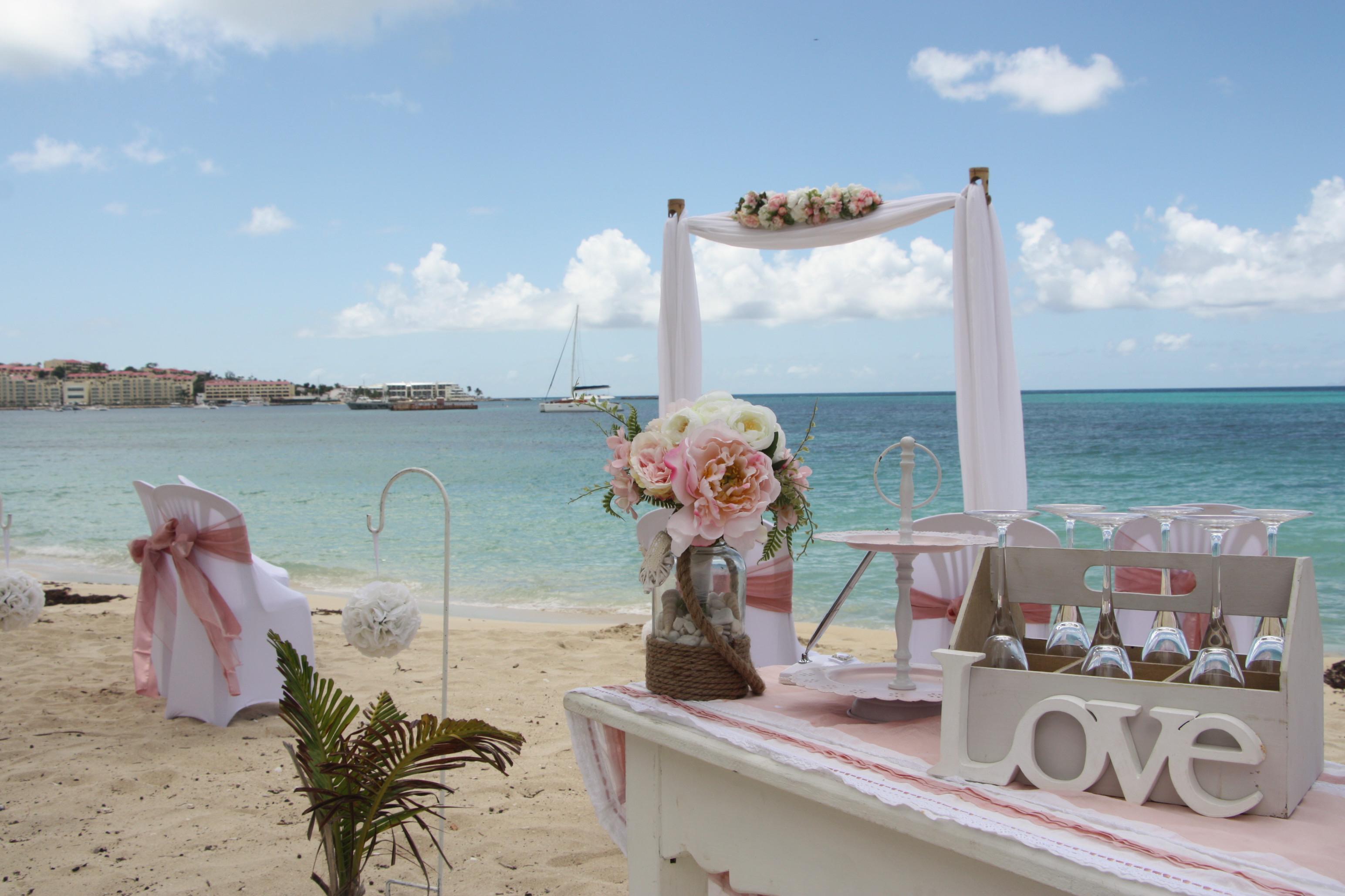 le mariage de cl mence sur la plage en toute intimit mademoiselle dentelle. Black Bedroom Furniture Sets. Home Design Ideas