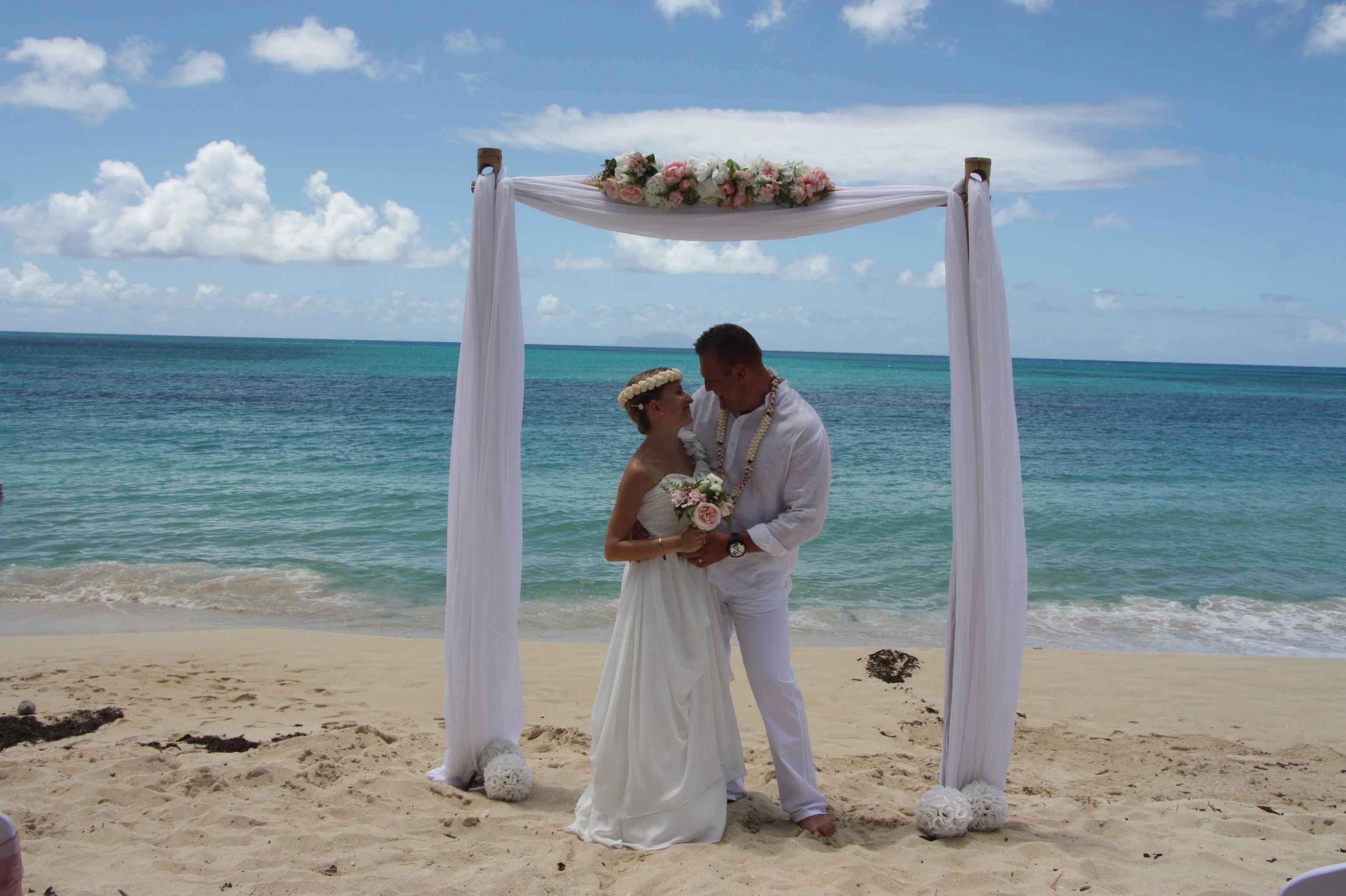 Le mariage de Clémence, sur la plage, en toute intimité !