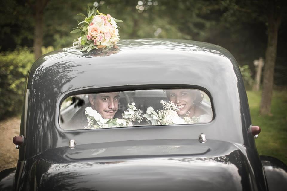 Le mariage de Mme Rétro avec un dress code headband et moustaches !