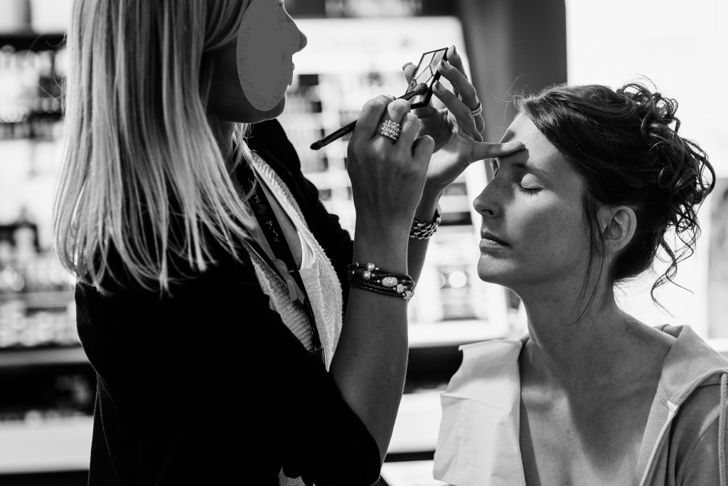 Mise en beauté de la mariée // Photo : Twane Photographe