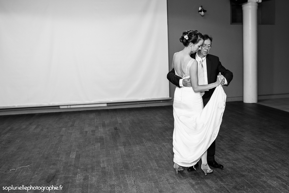 L'ouverture du bal avec mon Papa // Photo : Sonia Blanc