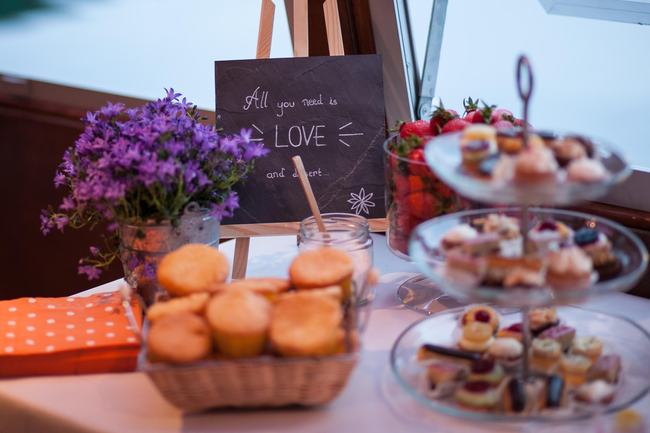 Mon mariage pétillant : le dessert avec balade en péniche