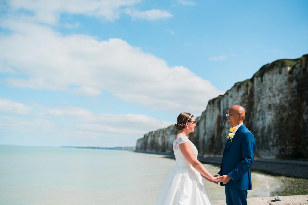 Nos photos de couple sur les plages de Normandie // Photo : Trentième Étage