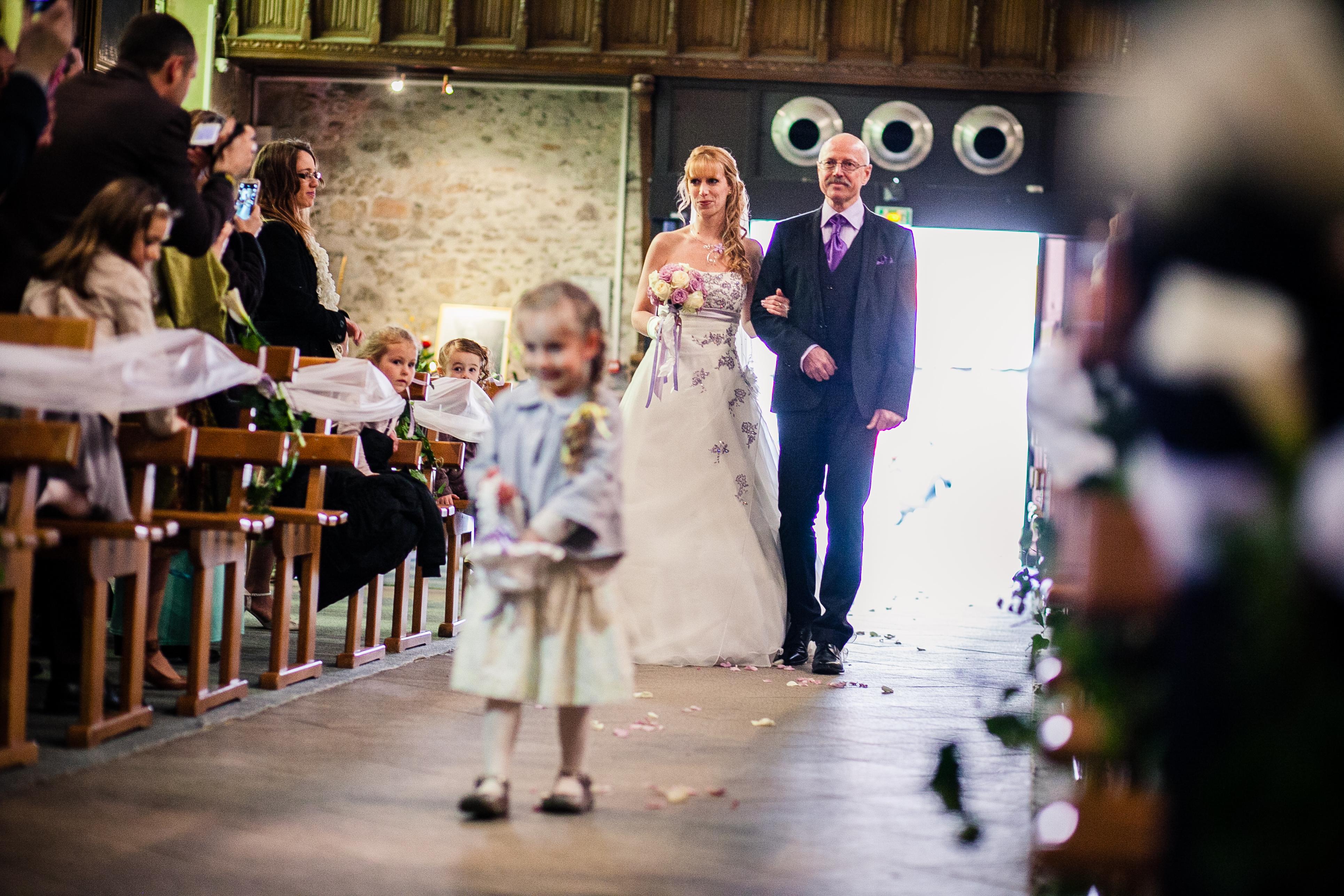 Mon mariage franco-américain en lilas et blanc : la cérémonie à l'église