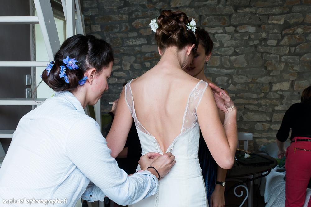 Les mariés s'habillent - Sonia Blanc