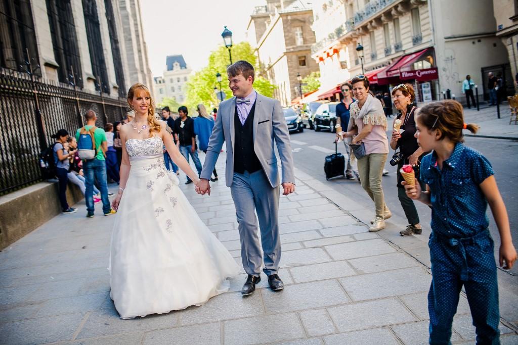 Séance day after dans les rues de Paris // Photo : Sarah Dawson