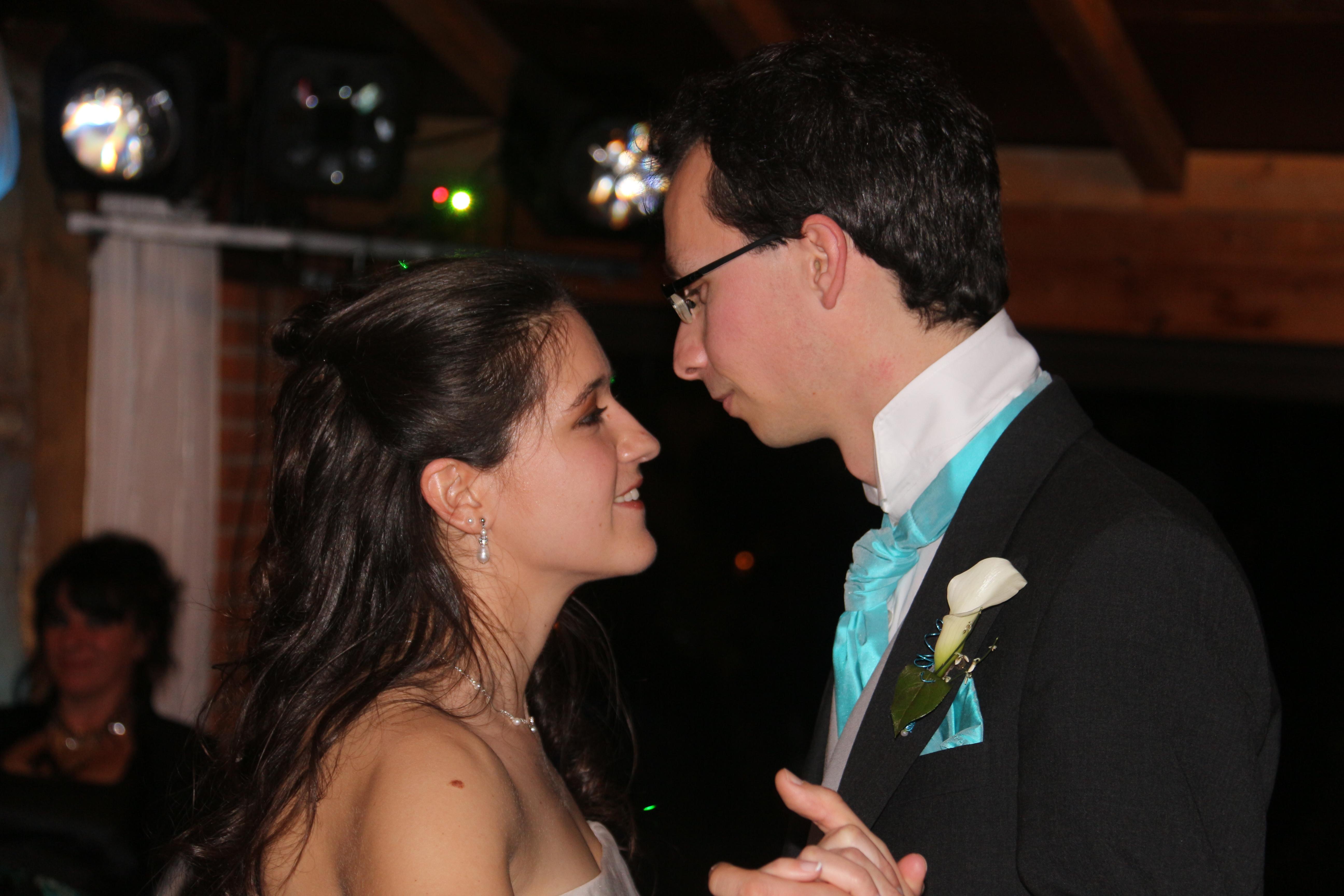 Mon mariage marmottes et flocons : l'entrée des mariés !
