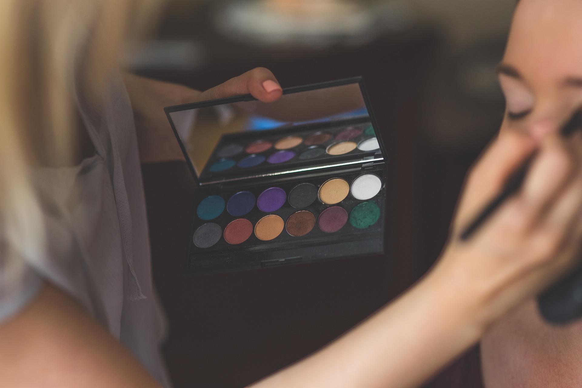 Le tuto maquillage à glisser à tes amies