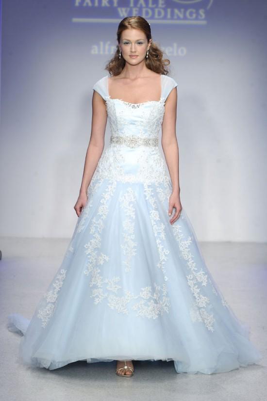Quand la jeune fille cherche sa robe – Partie 1