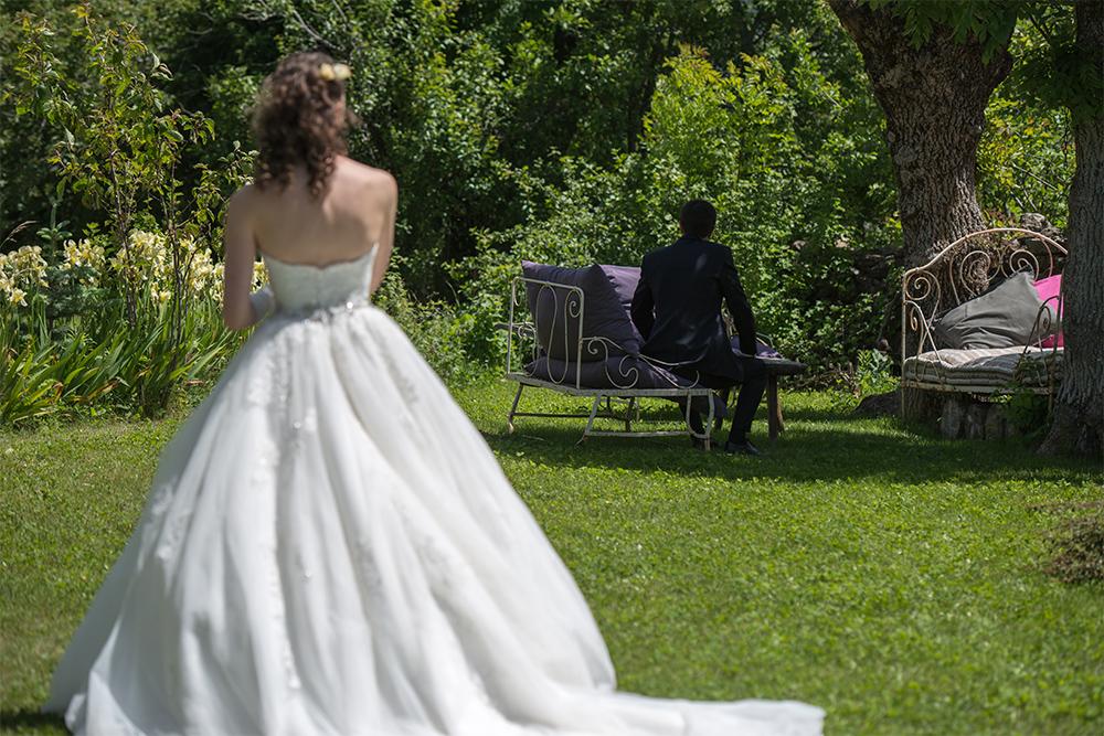 Découverte des maris dans le jardin // Photo : Cédric Moulard