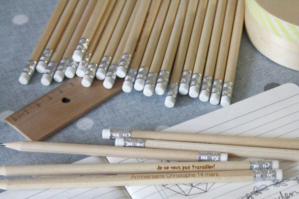 crayon-de-papier-cadeau-invite