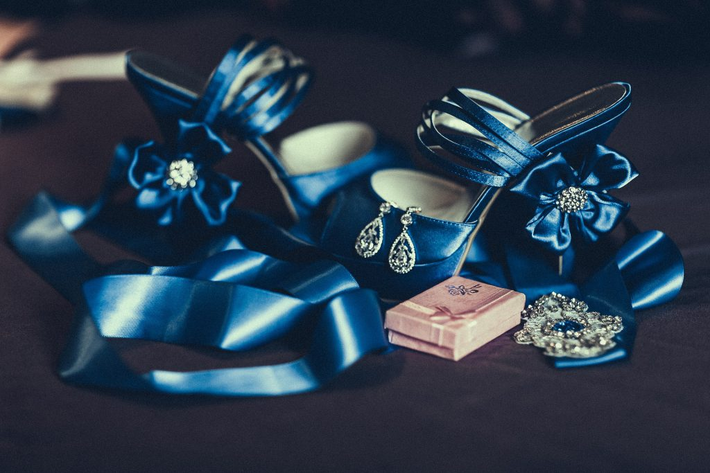 Et enfin, la mariée sera accessoirisée !