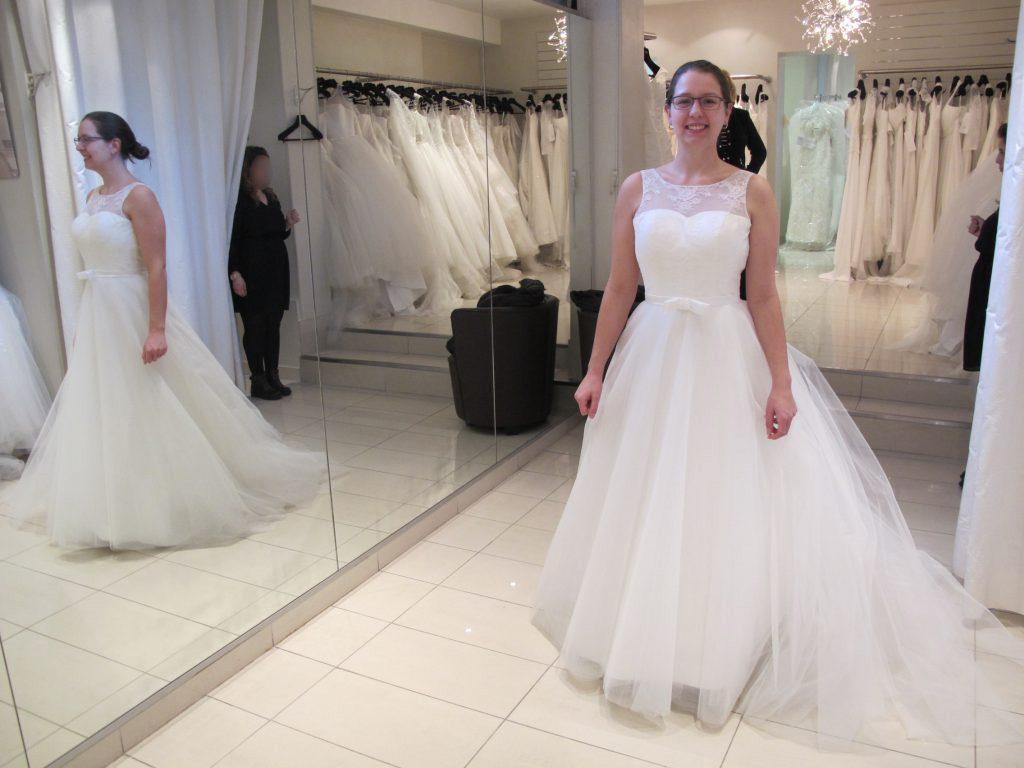 Essayage de robes de mariée tulle et dentelle