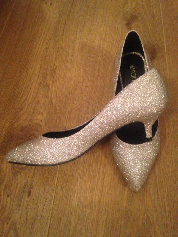 Accessoires de la mariée chaussures paillettes dorées