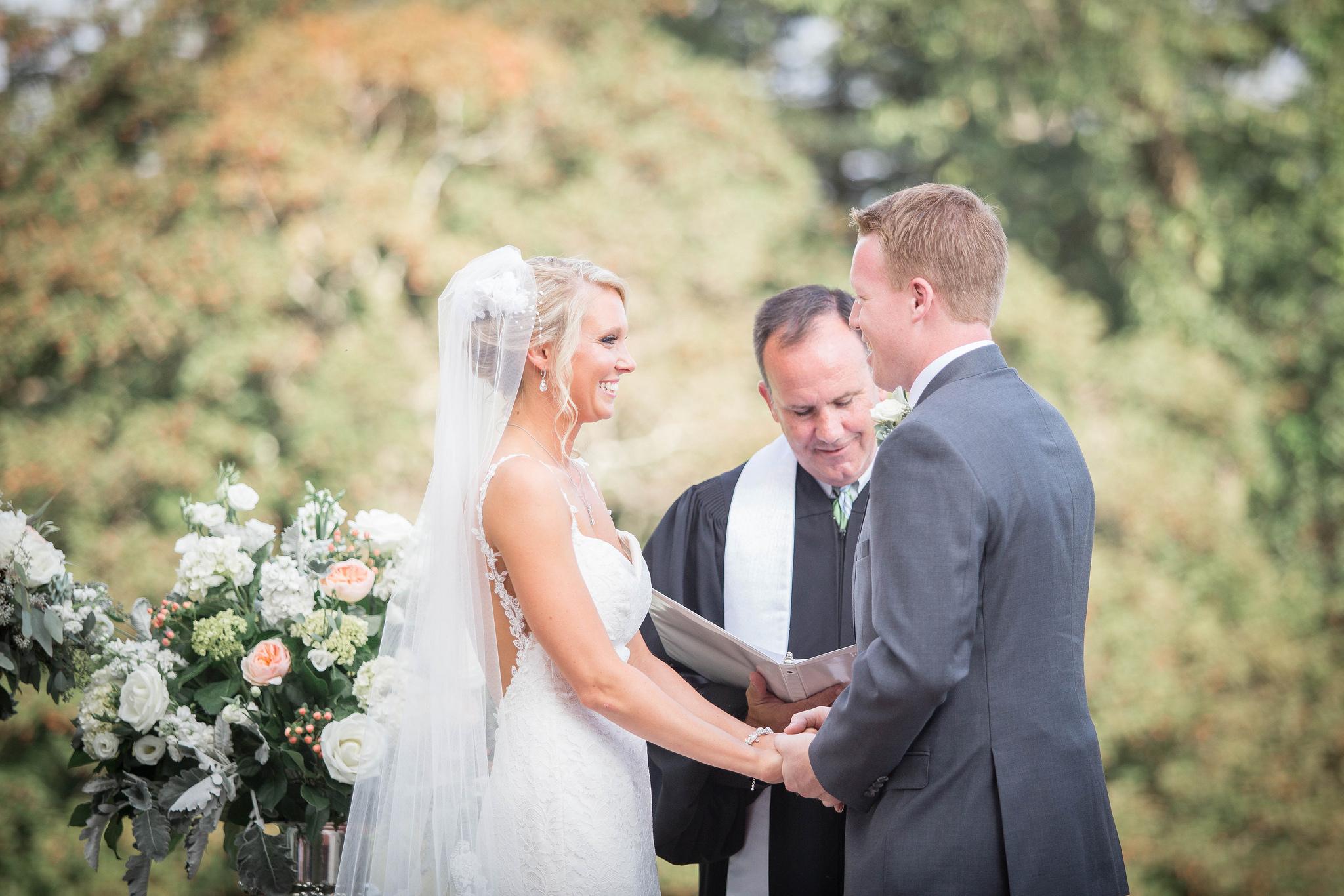 Comment choisir l'officiant de ta cérémonie laïque ?
