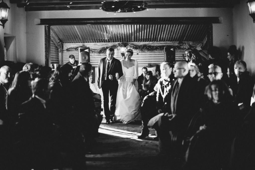 Mon mariage d'hiver tendre et magique : notre entrée de cérémonie laïque
