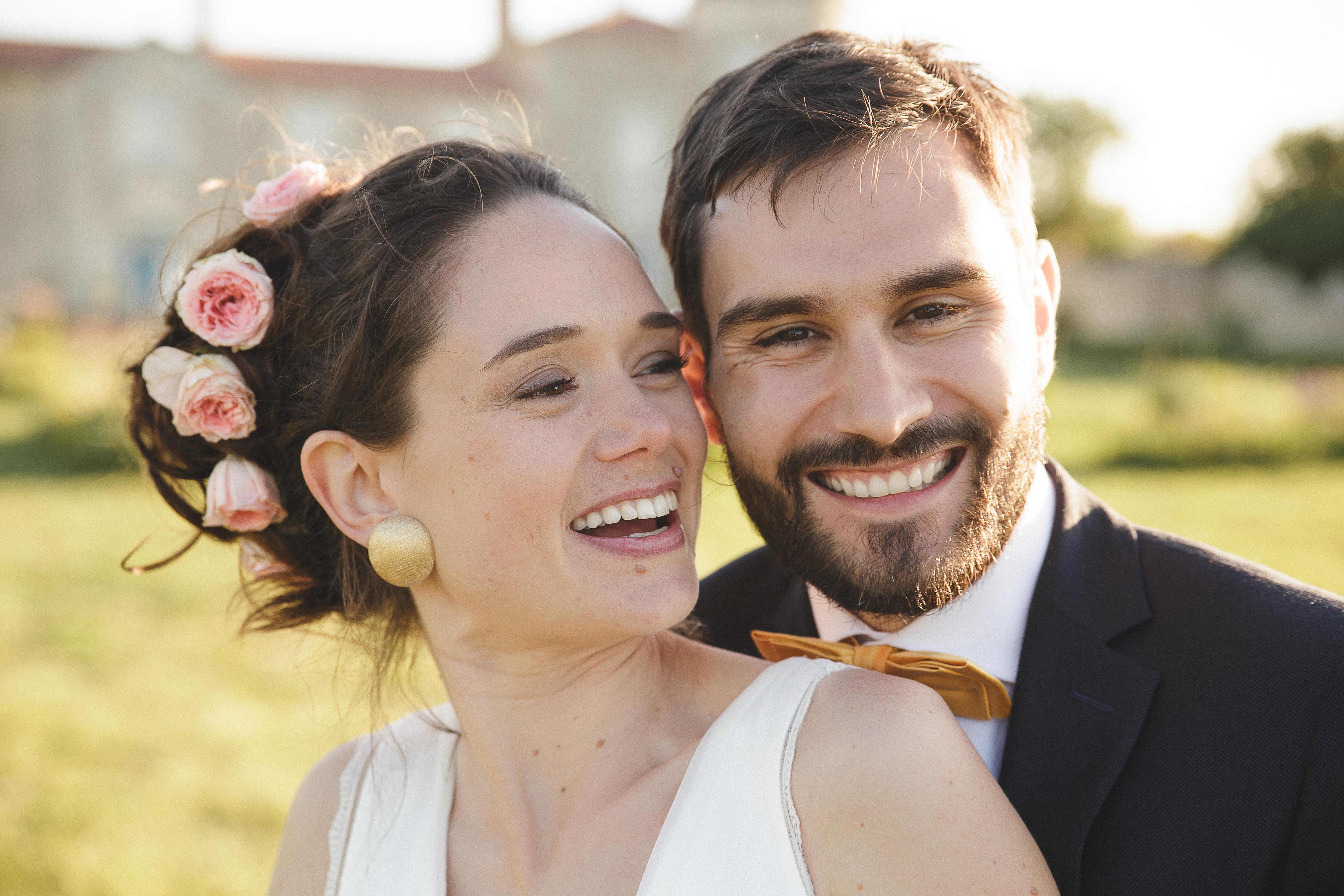 Mon mariage dino-chic : nos photos de couple dans le jardin