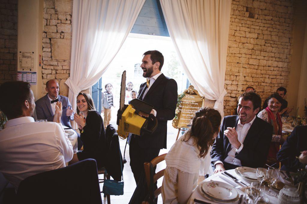 Mon mariage dino-chic : le début du dîner, entre rires et émotions