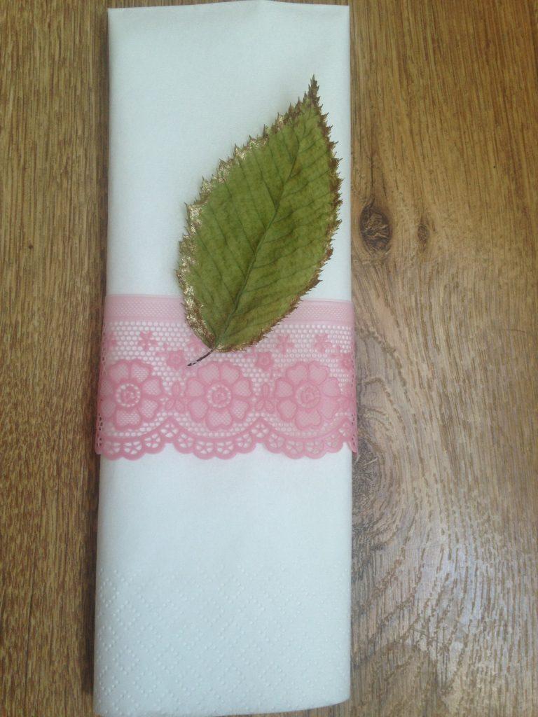Mes ronds de serviette dentelle et feuille dorée DIY