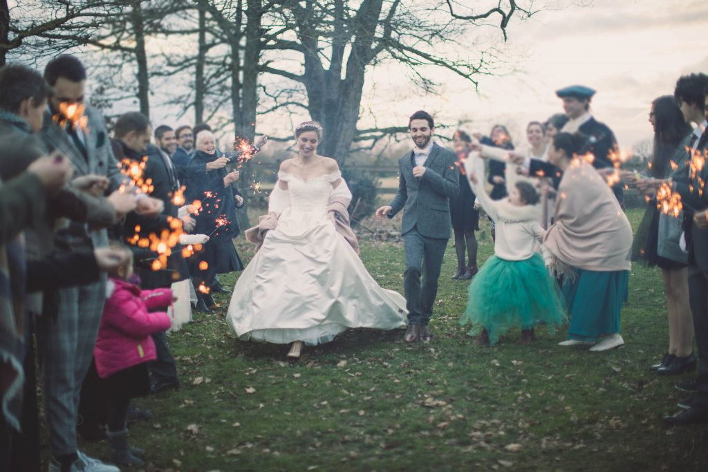 Notre sortie de cérémonie avec scintillants // Photo : Aude Arnaud Photography