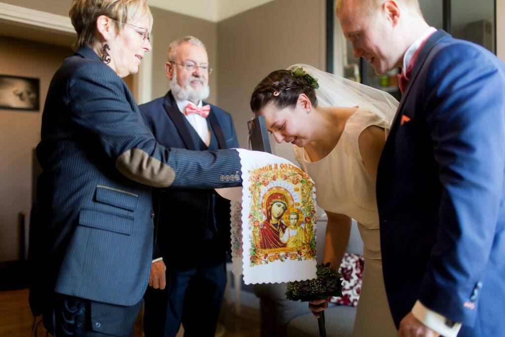 Mon mariage bilingue en cuivre et succulentes : la cérémonie des icônes