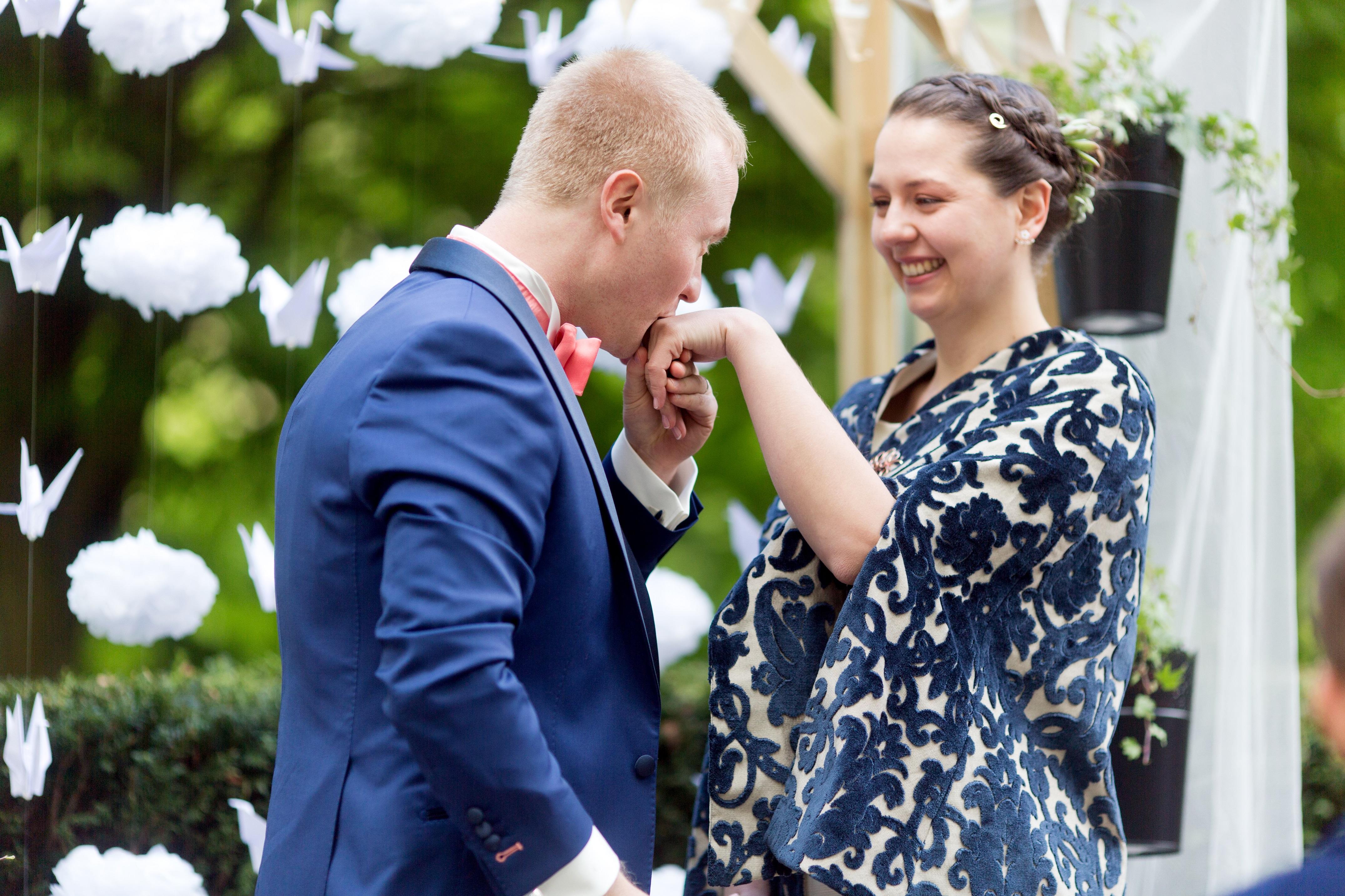 Mon mariage bilingue en cuivre et succulentes : la cérémonie laïque