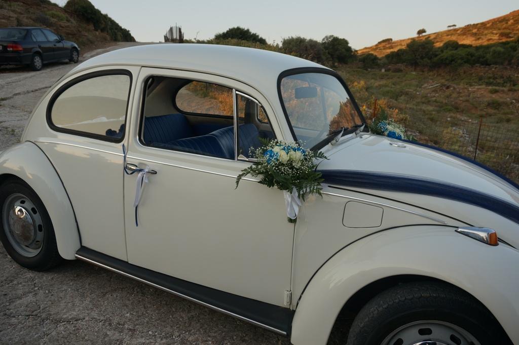 Zoom sur mon «scarabée», mon carrosse bleu et blanc pour mon mariage grec !